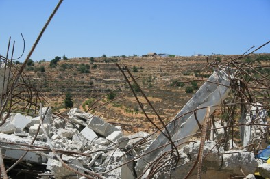 08082014 alkhader house demolition and settler out post behind