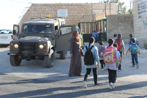 25082014 Tuqu school run army outside school gate intimidating children
